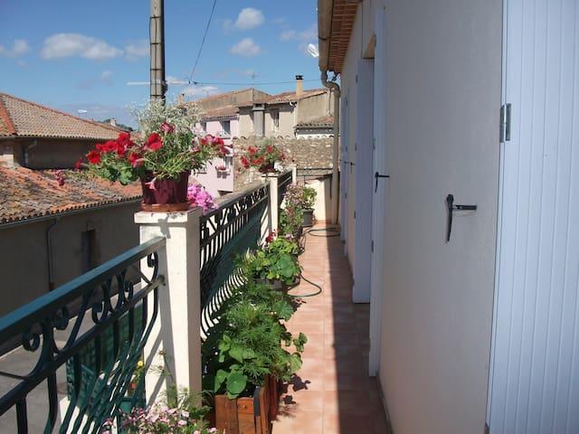DANS CHARMANTE MAISON DE VILLAGE - Florensac - Radhus