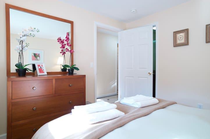 Spacious 2 Bedroom Flat in Vibrant Inner Sunset