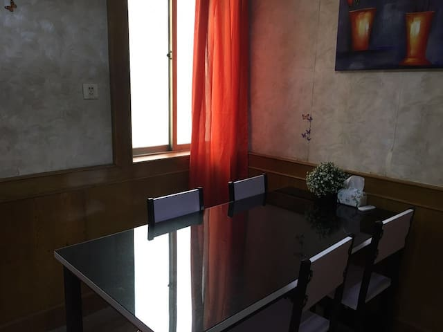 南通市中心温馨干净三室一厅可住六人炊具调料一应俱全