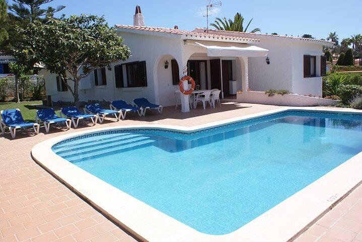 Villa Isabel en Urbanización Torre Soli Nou