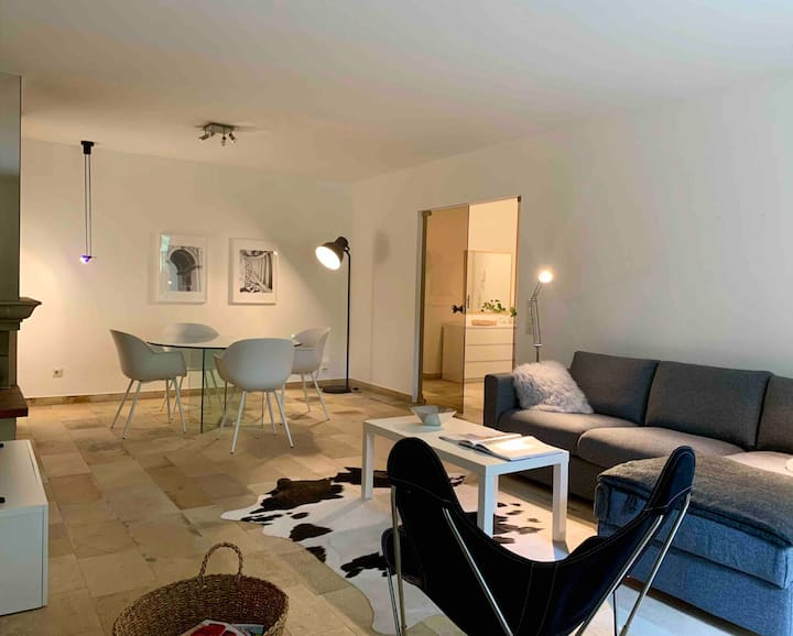 Charming spacious stylish flat / private parking