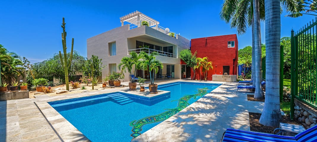 Beautiful villa with  large pool for yourself.