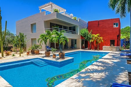 Beautiful villa with  large pool.