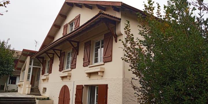 Villa 4 chambres avec Jardin en Coeur de village
