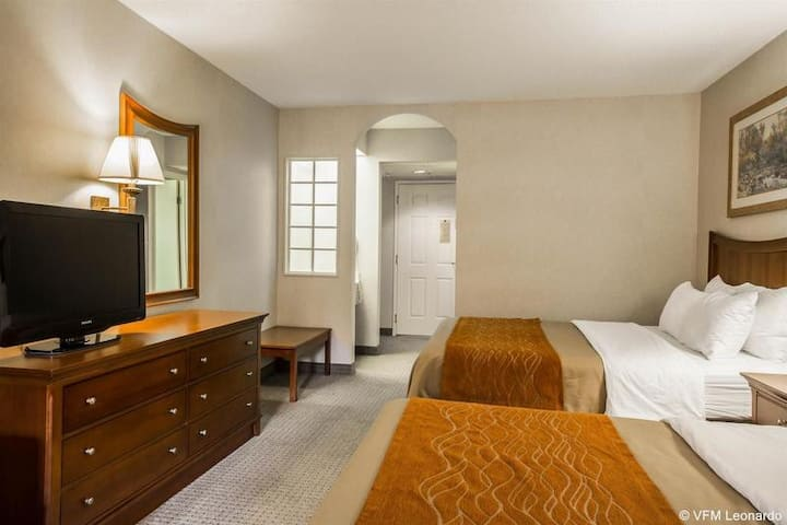 Immaculate Suite Two Double Beds At Asheville
