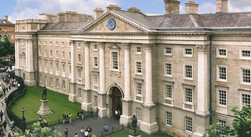 Trinity College Dublin - 20 minute walk