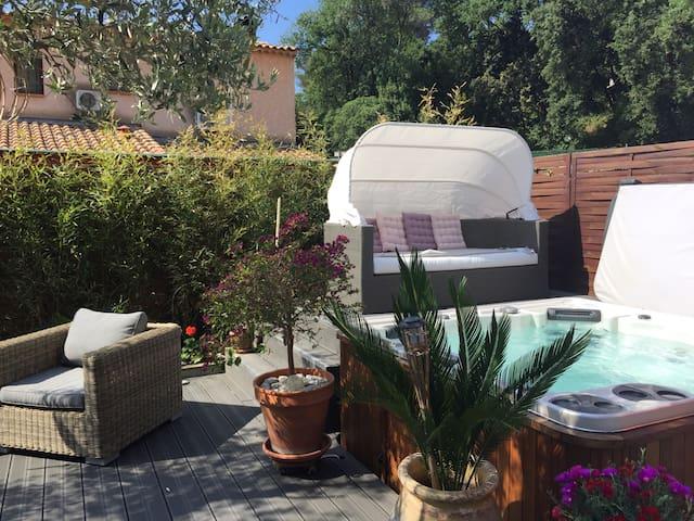 Private bedroom/Chambre privée - La Roquette-sur-Siagne - Bed & Breakfast