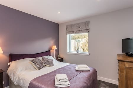 St Baldreds on the Lodge (kingsize bed + ensuite)