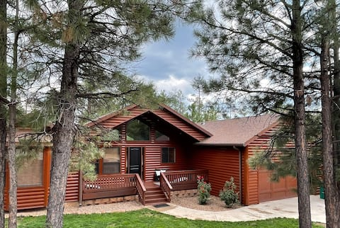 NEW! Luxe trendy cabin w/bunk room 5 min from lake