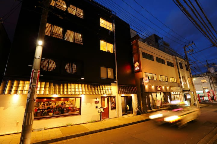 【男性1名部屋シングル半個室3階】仙台駅から地下鉄2分。広瀬通り駅徒歩3分 仙台中心。