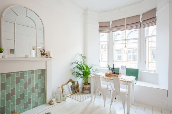 Stunning bright flat in heart of merchant city