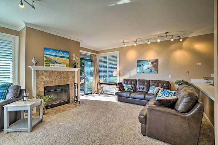 Beachfront Condo w/BBQ & Monterey Bay Views!