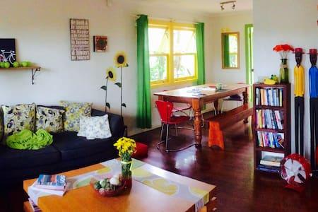 Bright & cheerful home, nr uni/hosp - Labrador