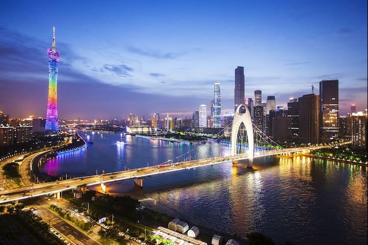 广州正佳广场lOFT双人房落地窗高楼层可观看广州夜景