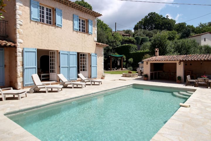 Châteauneuf-Grasse Villa  with a magnificent View