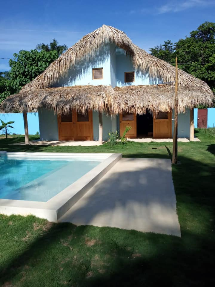 Private bedroom 4 pax quiet 350m from punta popy