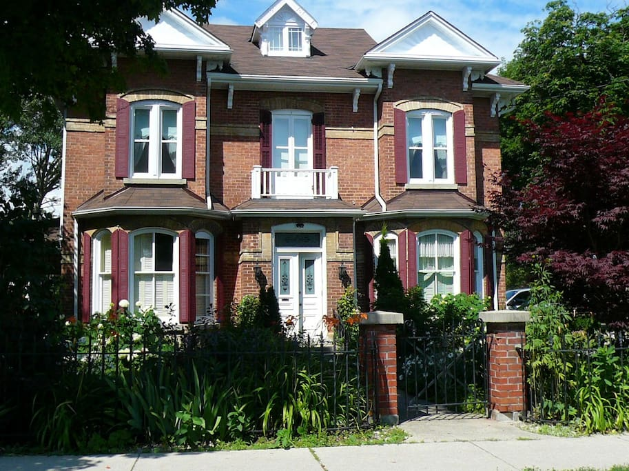 Joseph Lawrence House front view Summer