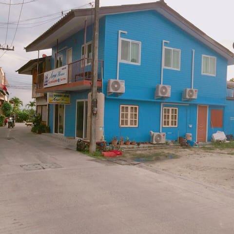 Anya house