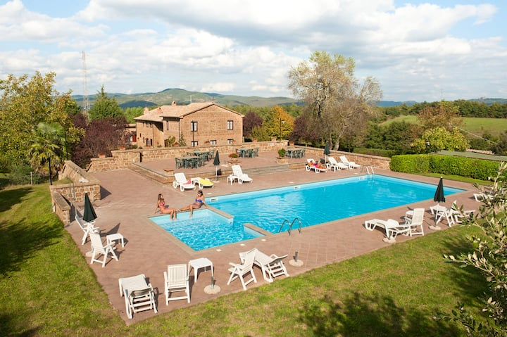 Farmhouse Cerqueto | Child-friendly with Pool