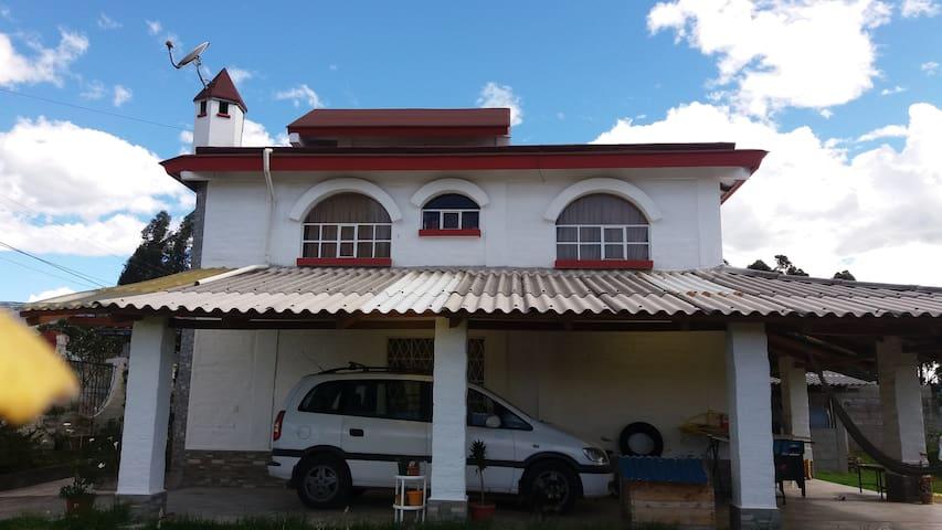 Habitación confortable en casa estilo campestre - Sangolqui - Aamiaismajoitus