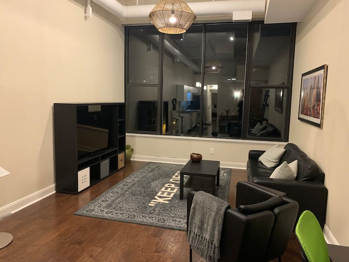 *CENTER* of downtown! Spacious one bedroom loft!