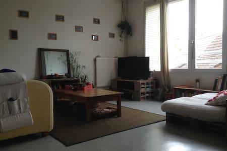 Chambre au 1er étage d'un duplex - Bergues - 公寓