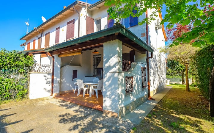 Villa sorrunded by the green, BBQ, 7 beds