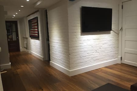 Brand new english basement - Washington - Complexo de Casas
