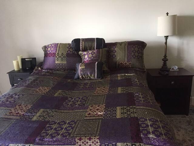 Beautiful Room w/ Private Bath in University Area - Charlotte - Condominium