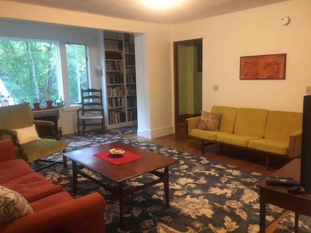 Spacious Comfort - Near Smith College & Cooley