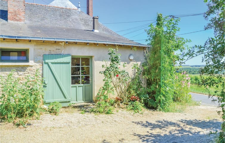 Semi-Detached with 2 bedrooms on 90m² in St Jean des Mauvrets
