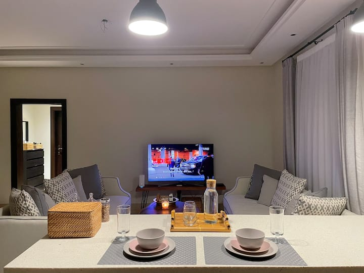 Spacious, modern Apt in front of Emaar Square