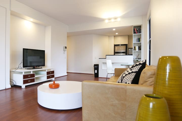 Bright 1 Bedroom Apartment in Pyrmont