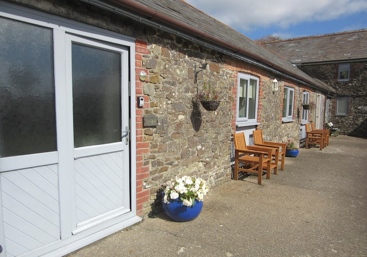 Byre, charcter stone cottage near Bude