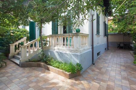 Liberty Villa very close to the sea - Palermo
