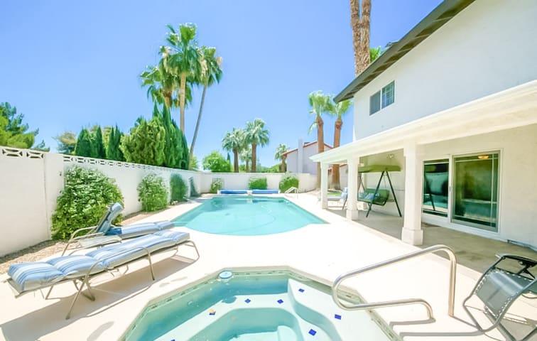 *SANITIZED* Lavish Las Vegas | Sparkling Pool, Sleeps 18!
