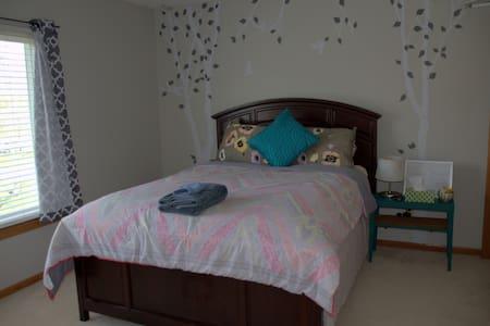 Cozy Stay with Amenities, Close to Winona Lake - Winona Lake - Hus
