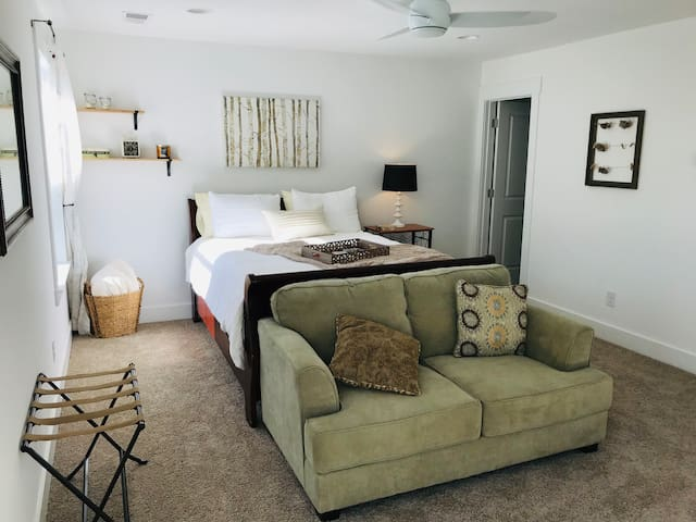 Loft Getaway where everything is cooler in Pooler!