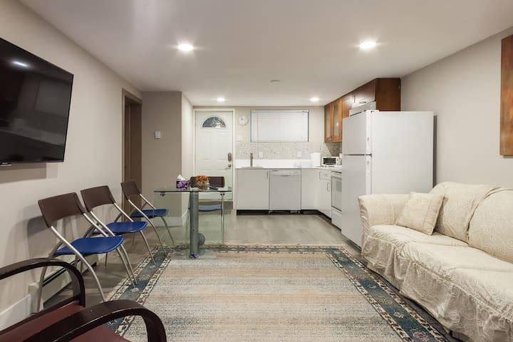 Newly Renovated 1BR Basement Suite - Коквитлам - Дом