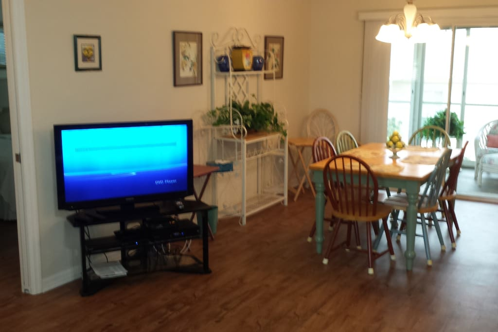 Dining area, HD TV.