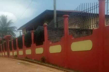 Villa pour 16 personnes-Awae Maison rouge
