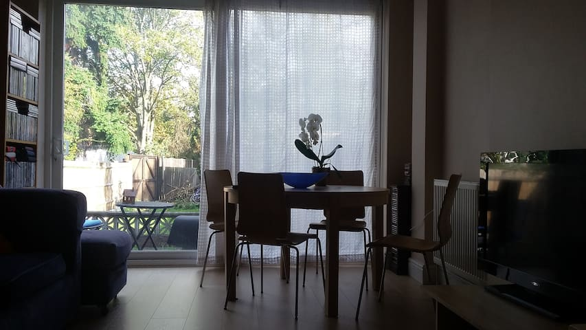 Cheap double bedroom in a fantastic location! - Lontoo - Talo