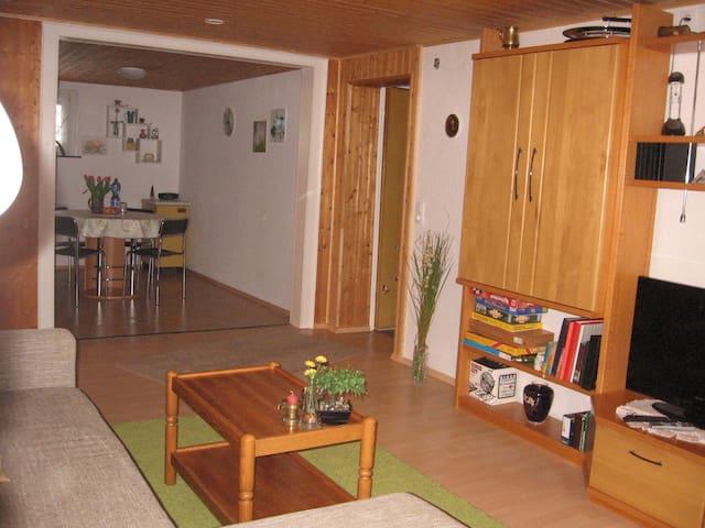 Gemütliche, schöne große Wohnung in ruhiger Natur