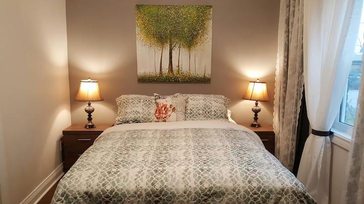 Cozy Bedroom in Central Toronto