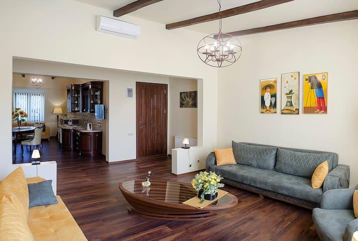 Picturesque 4 bedroom & 4 bathroom Penthouse Apt