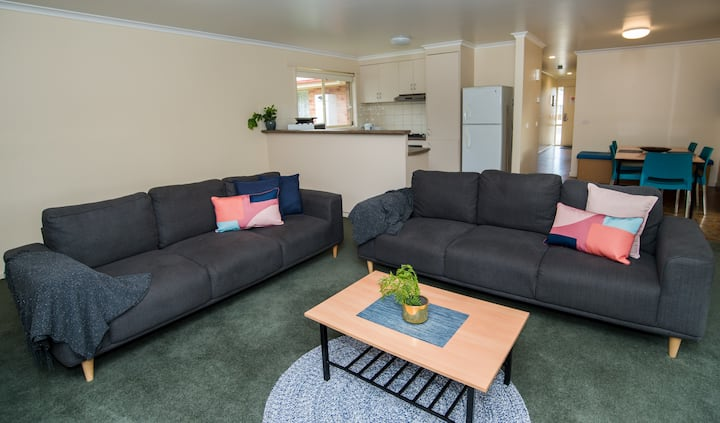 Six bedroom house in quiet location- pet friendly
