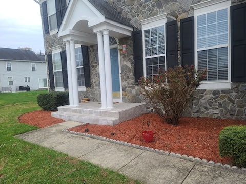 Basement -1 Bedroom; few minutes to BWI & F. Meade