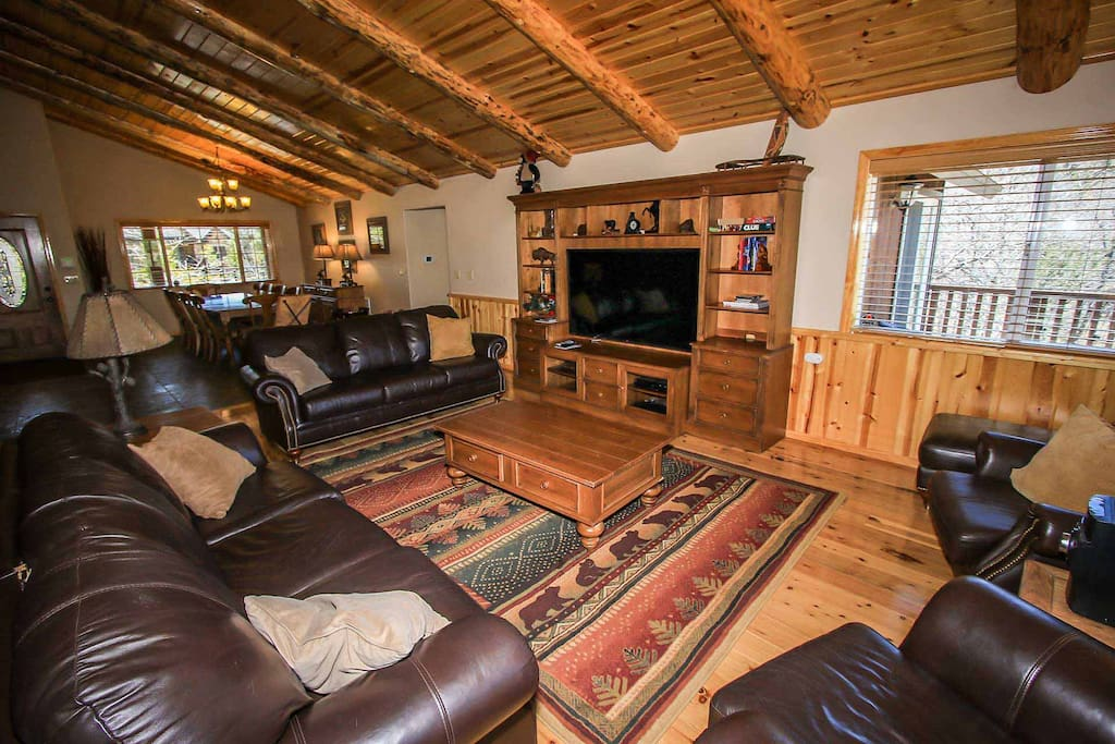 Couch,Furniture,Entertainment Center,Home Theater,Indoors