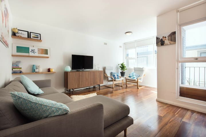 1 BEDROOM APARTMENT IN CURL CURL  - Curl Curl - Appartement