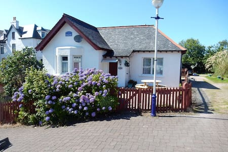 Essan. Cosy and well equipped 2 bedroom Cottage